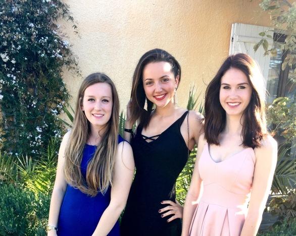 Filles en robe de bal