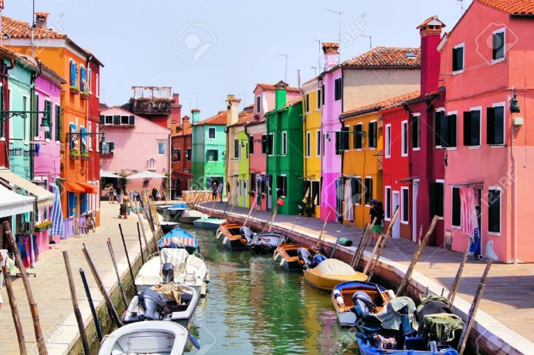 18210674-Colorful-canal-views-in-Burano-village-Venice-Italy-Stock-Photo.jpg